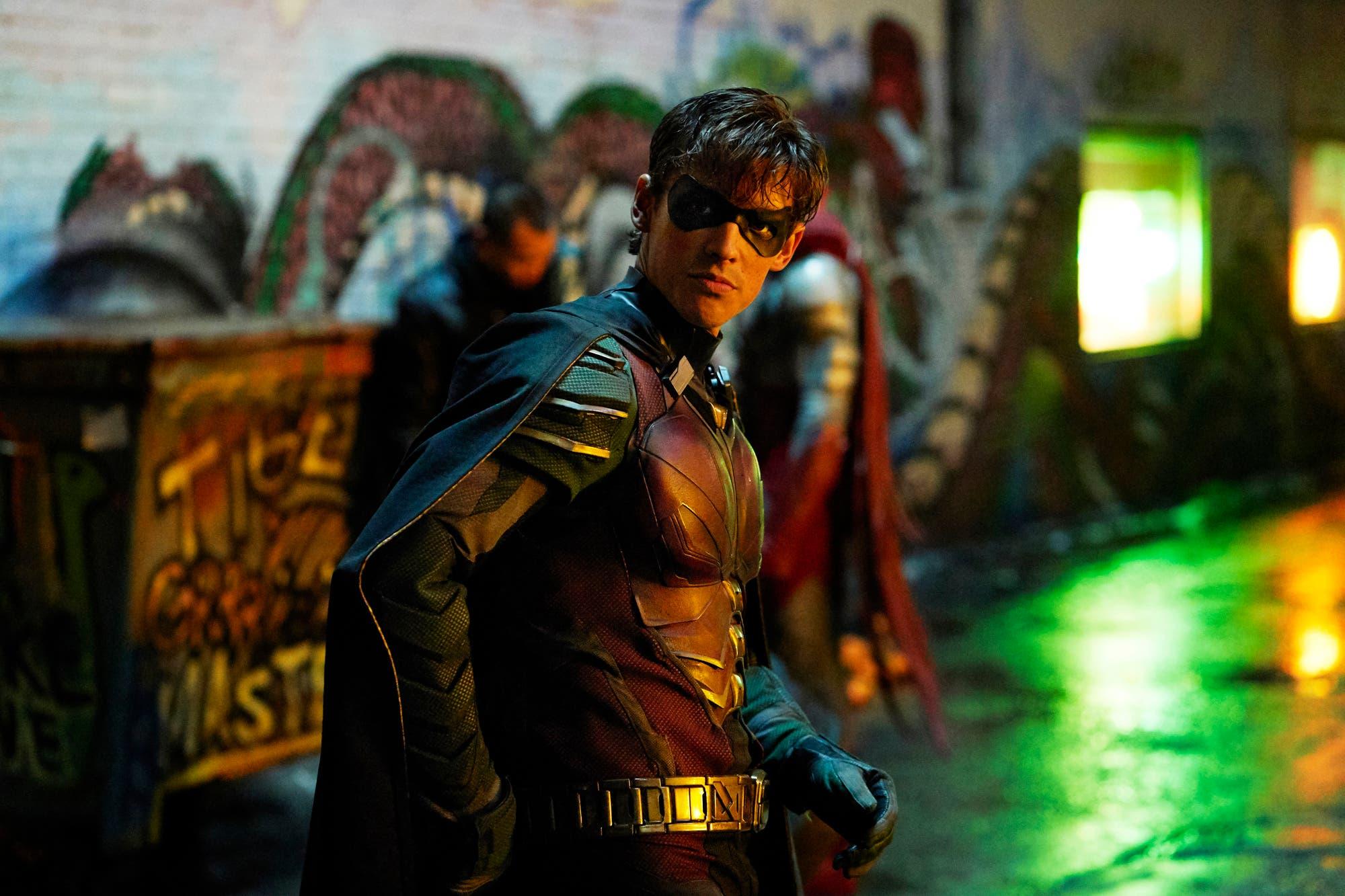 Murió el coordinador de efectos especiales de Titanes durante el rodaje de la segunda temporada