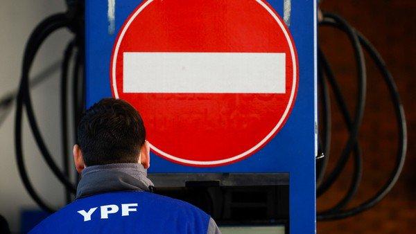 Congelamiento de combustibles: qué es la ley de abastecimiento y en qué otros casos se aplicó