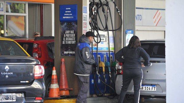 El Gobierno estudia flexibilizar el congelamiento de precios de los combustibles