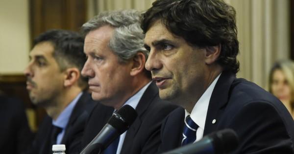 Lacunza envió al Congreso la ley para reprogramar USD 32.000 millones de deuda