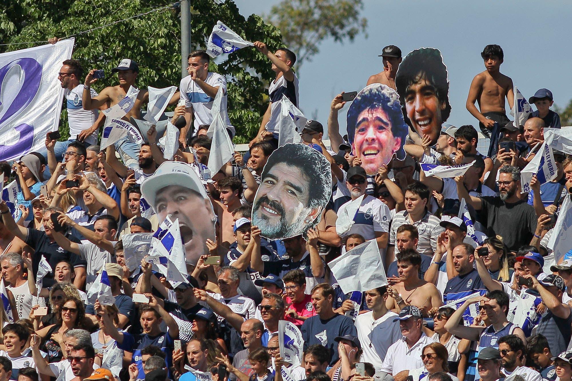 """Maradona en el clásico: el tenso cruce con la Gata Fernández y qué significa """"corte y sonrisa"""""""