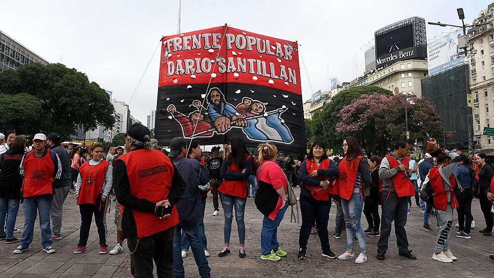 Organizaciones sociales se movilizan a YPF contra aumento de combustible