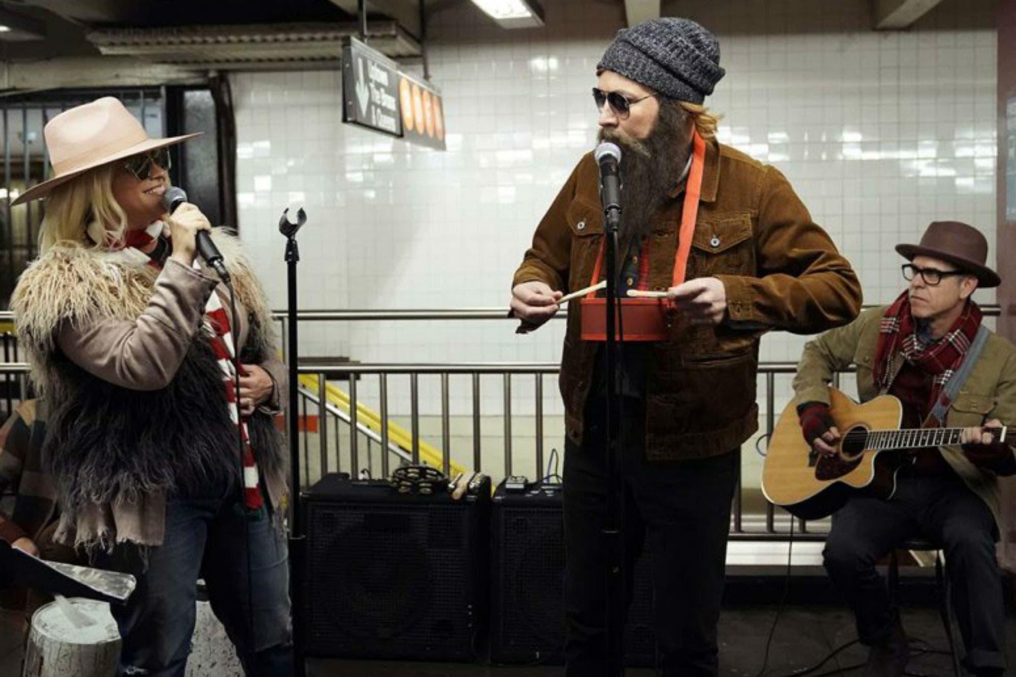 Alanis Morissette y Jimmy Fallon cantaron de incógnito en el subte de Nueva York