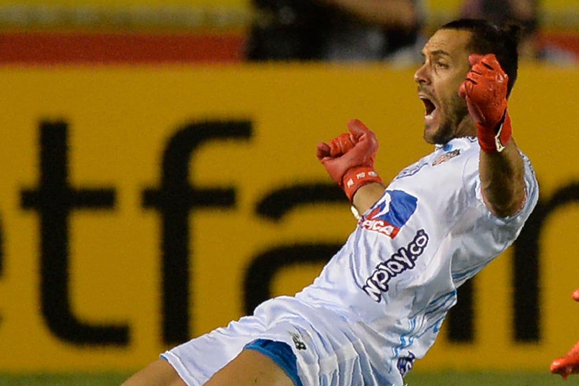 Copa Libertadores: el gol de tiro libre del arquero Sebastián Viera y el récord que igualó