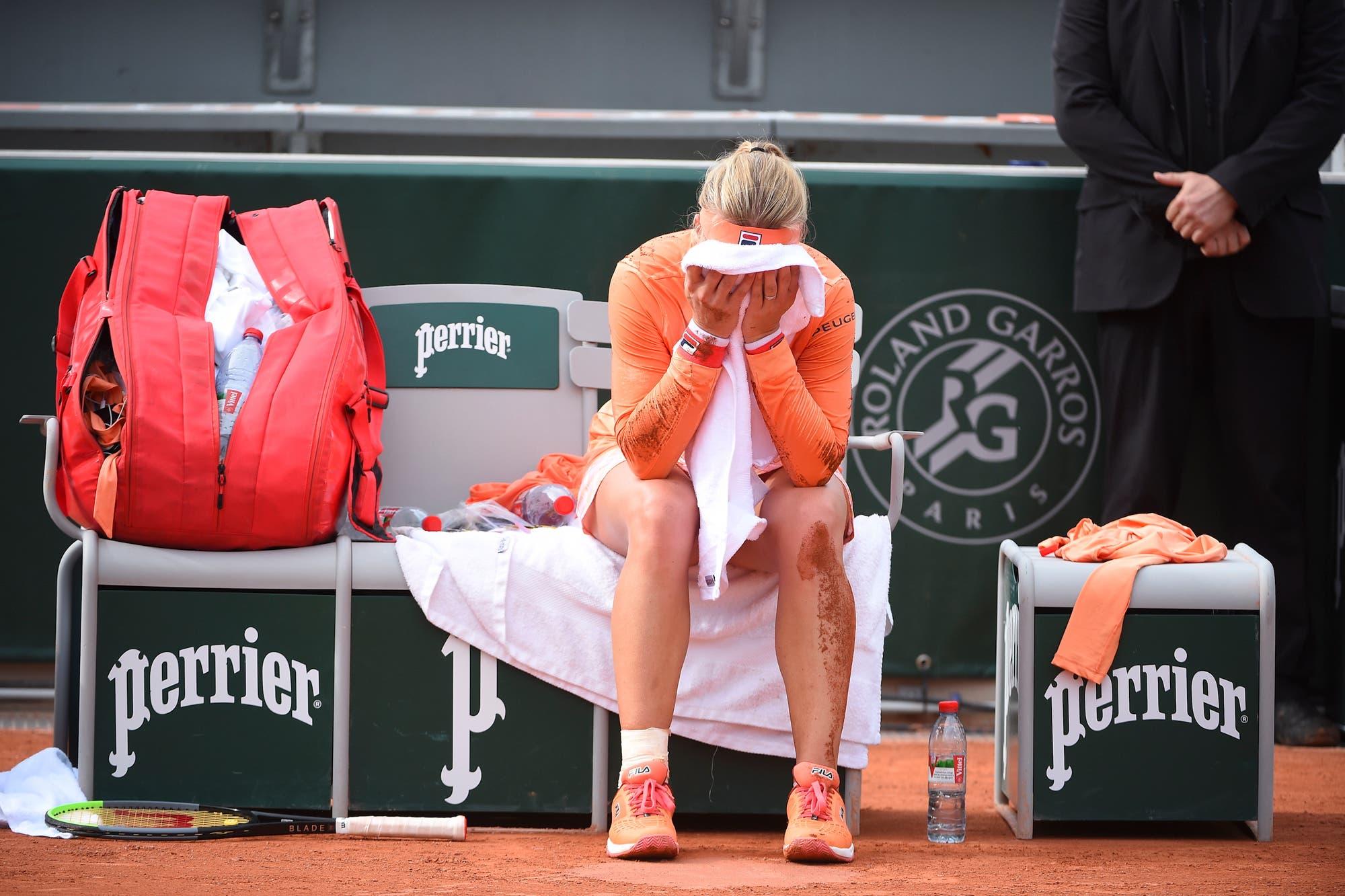 Roland Garros: el grito desgarrador de Kiki Bertens, que ganó pero se fue en silla de ruedas
