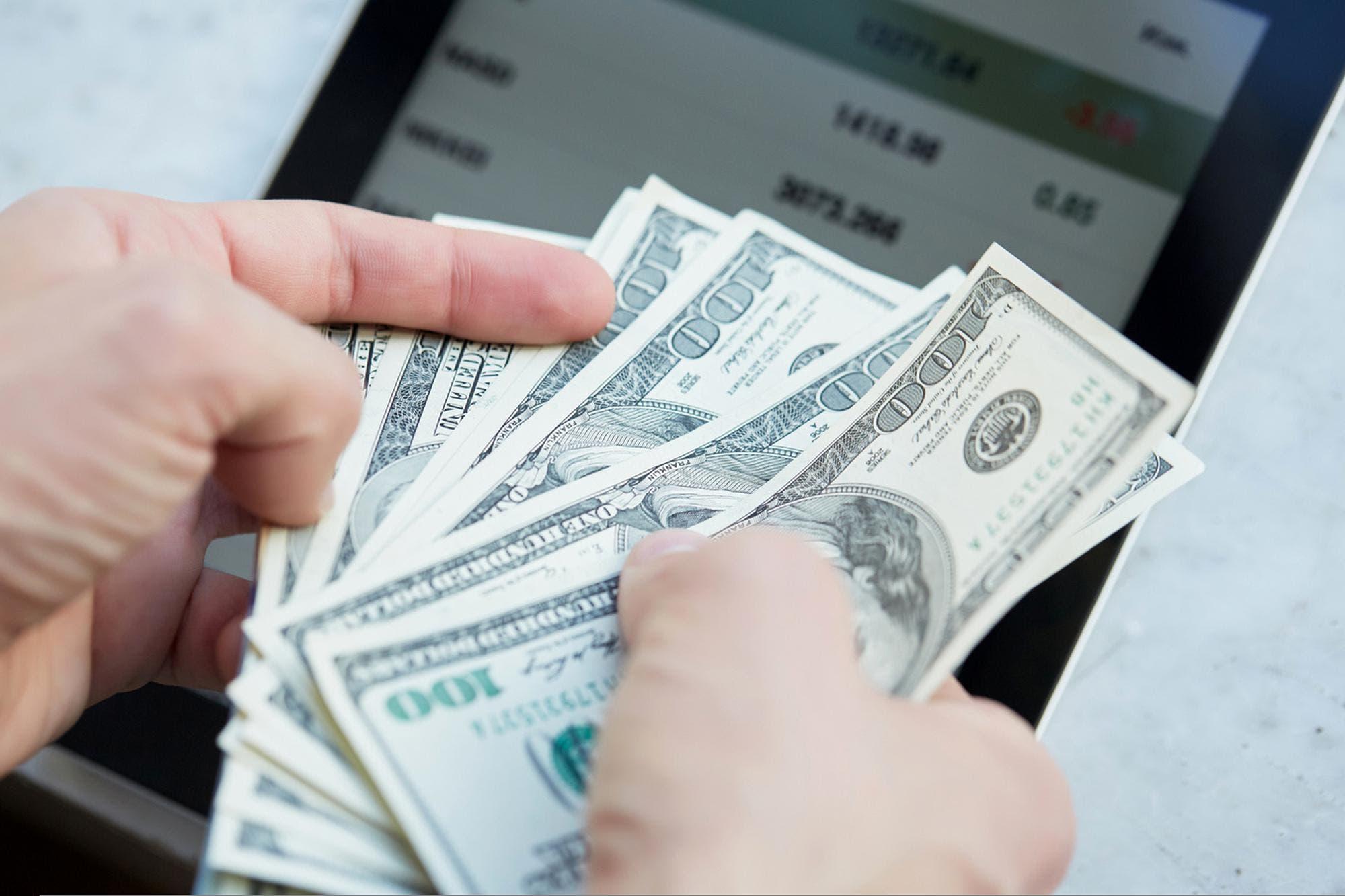 dolar-blue-hoy:-a-cuanto-cotiza-el-viernes-19-de-febrero