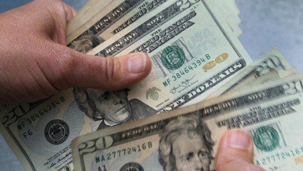 dolar:-sube-el-blue-y-el-contado-con-liqui-y-se-alejan-de-los-minimos