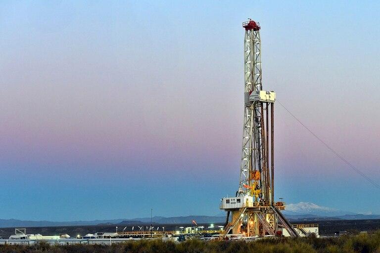 naftas:-kulfas-dijo-que-habra-un-tope-y-un-piso-para-el-precio-local-del-petroleo