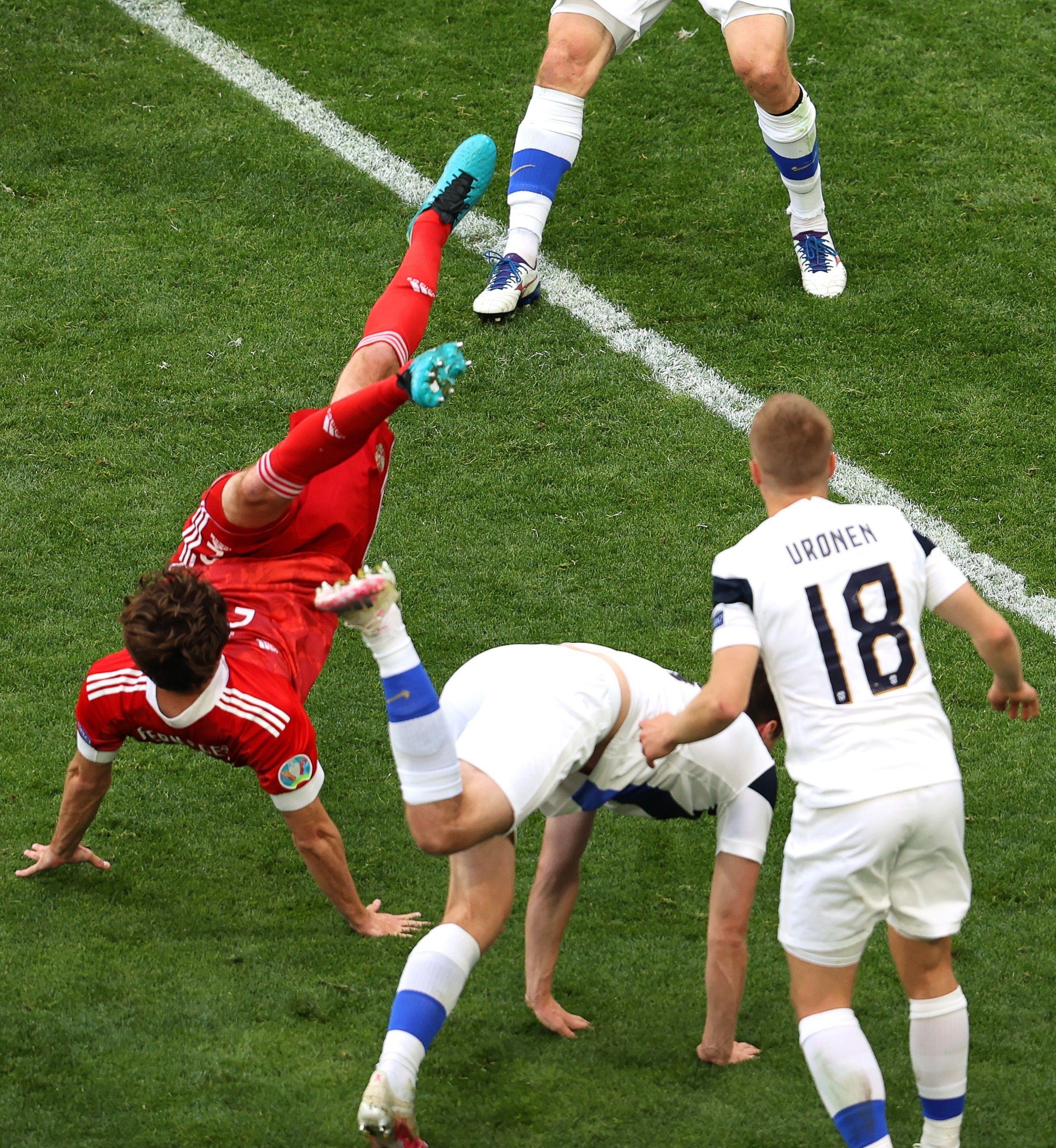dramatica-lesion-de-un-futbolista-de-rusia:-tiene-afectada-la-columna-vertebral-y-hay-preocupacion-en-la-eurocopa
